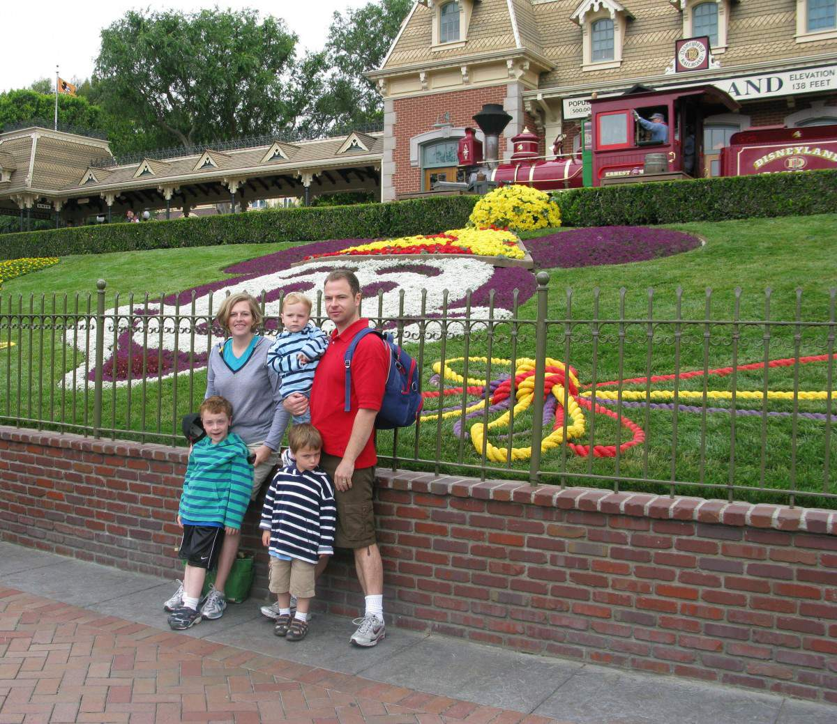 California Trip Ideas Disneyland-Kids Are A Trip