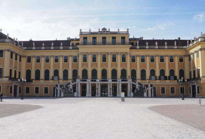 With its cobblestone streets, beautiful palace, and famous horses, Vienna is tailor made for families. Come see the best family friendly things to do in Vienna, Austria. - Kids Are A Trip