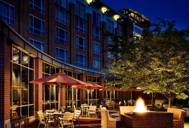 The Chattanoogan Hotel is the perfect place for families to stay in Chattanooga. With restaurants, a spa, a pool, and a central location, it's the best choice in town.-Kids Are A Trip