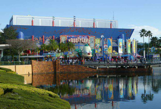 It can be difficult to find things to do in Orlando with teens, but one of our favorite spots in Universal Orlando with its two theme parks, Islands of Adventure and Universal Studios. Here's what to do at Universal Orlando with teens from a teen's point of view.-Kids Are A Trip
