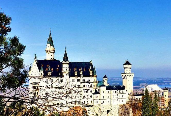 Families heading to Bavaria, won't want to miss a day trip to fairy tale Neuschwanstein castle. Here are our favorite tips for visiting Neuschwanstein with kids. - Kids Are A Trip