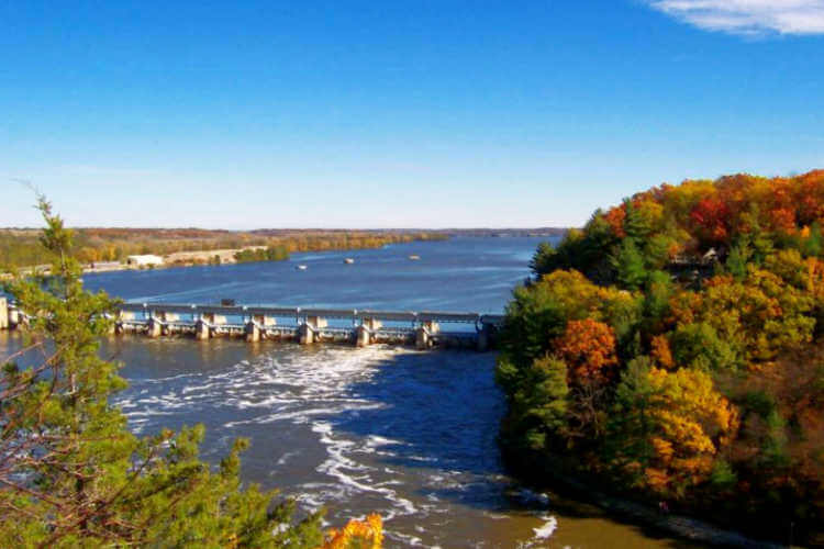 Starved Rock State Park Illinois fall-Kids Are A Trip