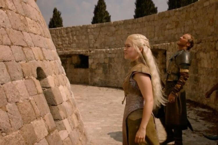 Daenerys-Dragons-Dubrovnik-Minceta-Tower-Game-of-Thrones-Kids-Are-A-Trip