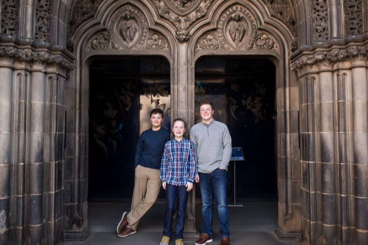 Family-Photos-in-Edinburgh-Kids-Are-A-Trip