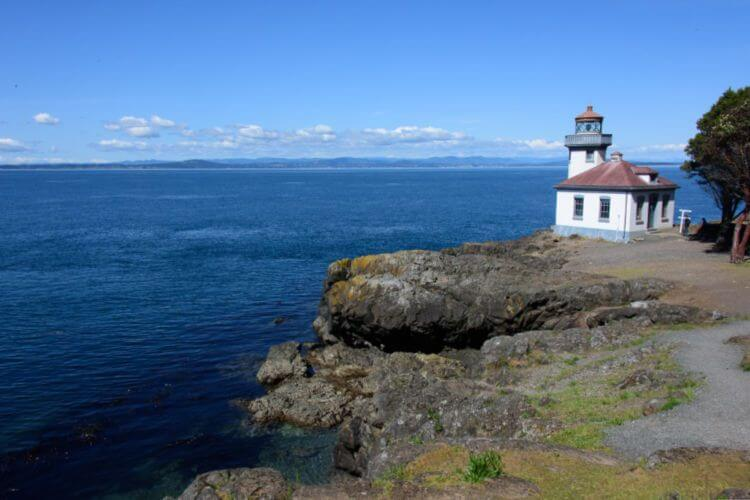 Lime-Kiln-Lighthouse-in-San-Juan-Island-Washington
