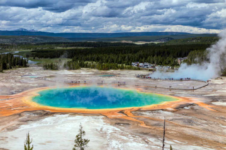 YELLOWSTONE-NATIONAL-PARK-for-Families-Kids-Are-A-Trip