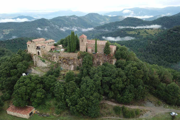 Spain castle for rent-Kids Are A Trip