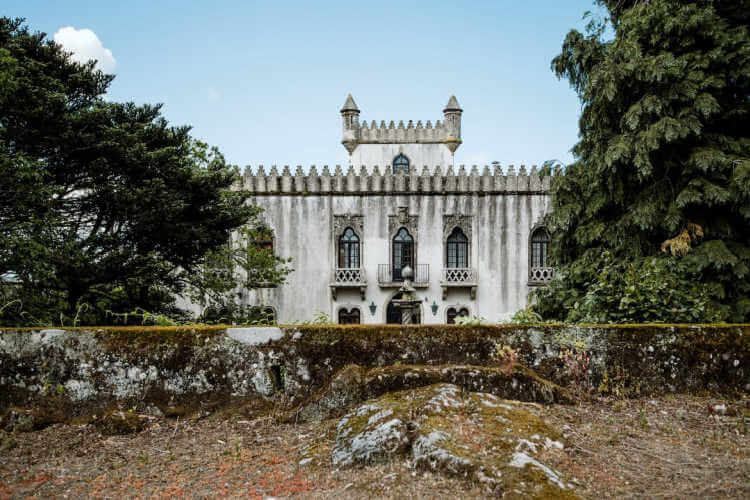 Stunning castle in Portugal to rent-Kids Are a Trip