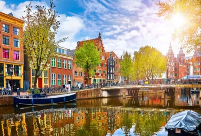 Canal building boats Netherlands-Kids Are A Trip